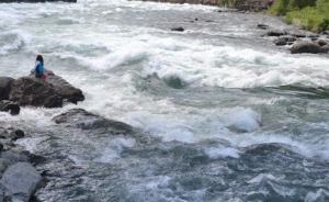 郑州两名儿童落水被冲走,老人骑车猛追1.5公里救上一人