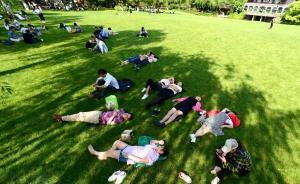 杭州西湖边大草坪端午将再次开放:测试游客高峰期影响有多大