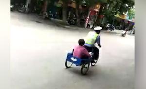 广东廉江老太骑三轮车逛街时迷路,辅警蹬车送回家:警摩太快