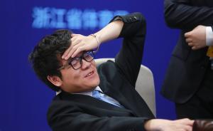 5月27日下午,中国九段棋手柯洁与AlphaGo人机大战第三盘较量在浙江桐乡乌镇国际会展中心落下帷幕。最终经过209手的鏖战,柯洁中盘投子认负。在与人类最顶尖棋手的三番棋较量中,AlphaGo取得了压倒性的胜利。但是柯洁依然给众多棋迷们贡献了三场精彩绝伦的巅峰对决。令人印象深刻的还有对局过程中,柯洁表情动作丰富,又是抓头发又是捂胸口,实力可爱。东方IC 图