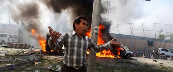 阿富汗首都喀布尔爆炸事件至少80死350伤,法德使馆受损