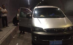 重庆超载黑车隧道内出故障,司机让超员乘客下车步行逃避执法