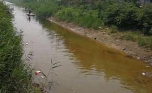 河北广宗合义渠河水变蓝大量死鱼,初步判定系偷排污水所致