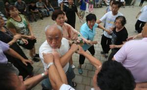 """和广场舞""""抢地盘""""为啥那么难,老年人急需他们的休闲空间"""