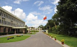 我驻赞使馆就抓捕中国公民提出交涉,要求立即释放被关押者
