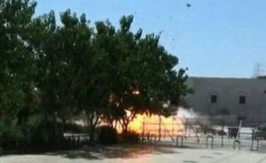 据伊朗媒体报道,当地时间6月7日上午,伊朗首都德黑兰接连发生两起枪击事件,一起发生在伊朗议会,一起发生在位于德黑兰南部的霍梅尼陵墓。两起事件已造成两人死亡,多人受伤。图为发生爆炸的霍梅尼陵墓。伊朗法尔斯通讯社 图