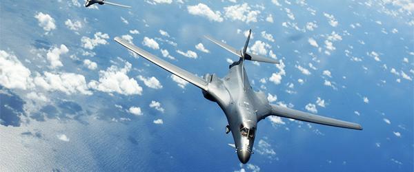 国防部回应美空军两架轰炸机飞越南海:保持警惕和有效监控