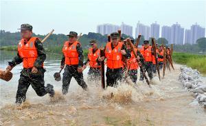 进入主汛期,武警湖北总队黄石支队开展抗洪抢险实兵演练