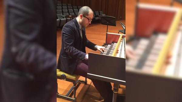 羽管键琴演奏家马汉·埃斯法哈尼