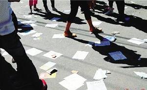 打人还发侮辱传单携管制刀具,湖北荆门女子被警方强制传唤