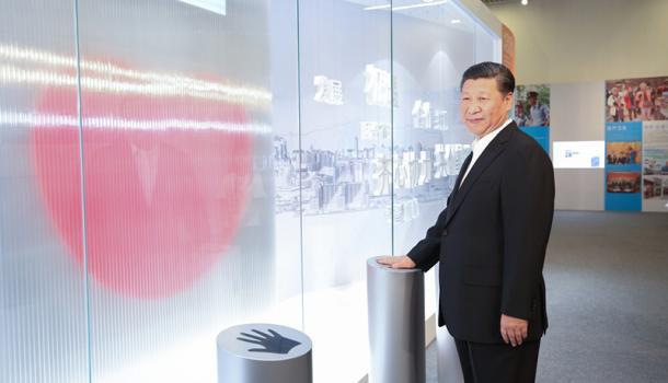 """习近平参观香港回归20周年成就展:推进""""一国两制""""实践"""