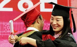 苏大校长谈毕业典礼遭吻:反映学生情感,但学校做得足够好吗