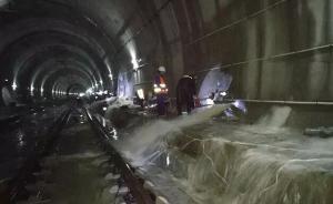 沪昆高铁一隧道导流洞塌方大量雨水涌入,多趟列车运行调整