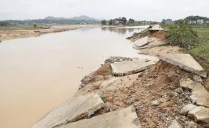 湖南宁乡市灰汤镇乌江河多处决堤,紧急转移群众400余人