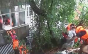 湖南宁乡:22名孩子困幼儿园被救出