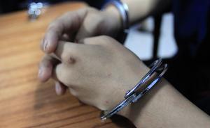 新疆石河子一男子穿警服有纹身被当街抓获,曾假冒警察骗手机