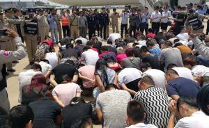 """涉嫌""""微信裸聊""""网络敲诈勒索,74人被从柬埔寨押解回国"""