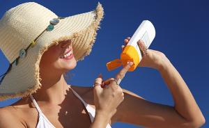 夏季汗湿后易患夏季皮炎,花露水和防晒霜要慎用