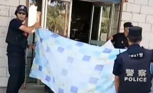 暖闻丨新疆一孕妇街头临产,路过巡警和路人联手搭起临时产房