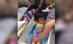 """警方回应""""男童被当蔬菜冻死"""":系溺水"""