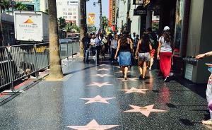 """中国游客在美国好莱坞屡遭""""强买强卖"""":一碰商品就要付钱"""