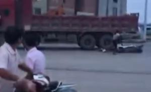 母亲骑电动车载3子女被撞,两儿子身亡