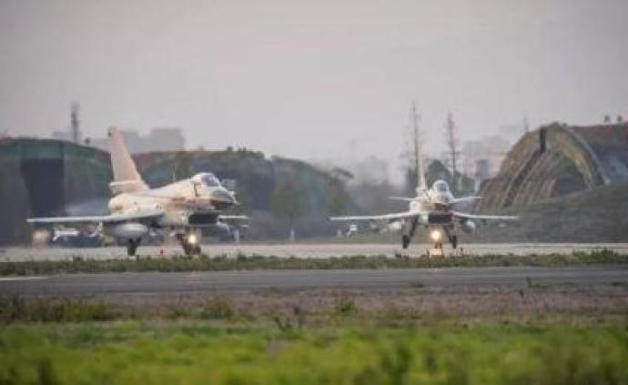 東部戰區部隊10日在臺島東南部海域實施??毡β摵涎菥?>                 <span class=