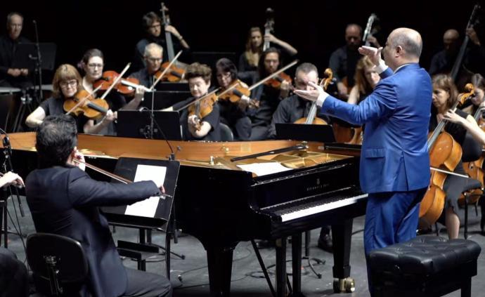 許忠牽手澳大利亞音樂家共奏《黃河頌》,祈愿疫情早日平息