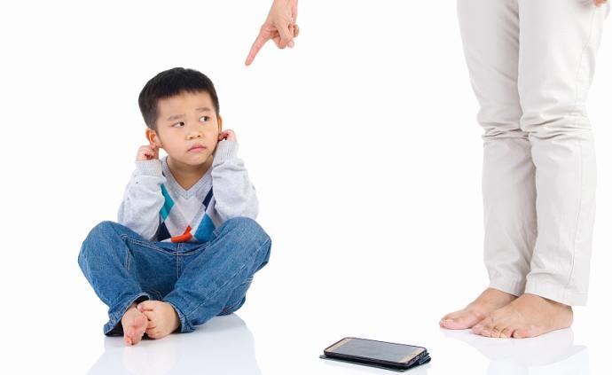 孩子繼續宅家網校,親子關系變糟?千萬別拿孩子發泄情緒