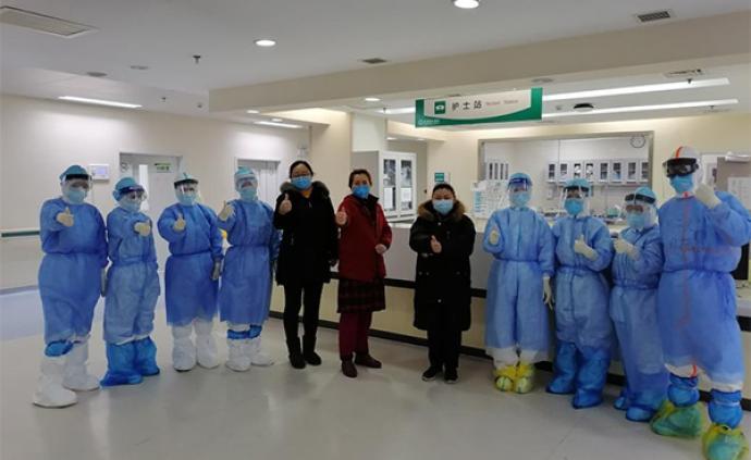 武汉协和医院东7区重症病房:4位患者今天集中出院