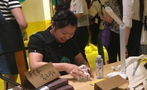 25岁脑瘫女生在慈善超市当营业员,甜美笑容耐心服务被点赞