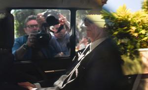 当地时间2017年9月5日,巴西里约热内卢,巴西奥委会主席、2016里约奥组委主席卡洛斯·努兹曼前往联邦警察总部接受问询,卡洛斯·努兹曼涉嫌参与里约热内卢申办奥运会期间可能存在的贿选事件。视觉中国 图