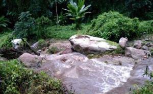 11名中国游客泰国清迈遇山洪,26岁女子溺水身亡