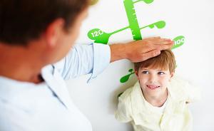 """孩子长不高或因""""快速发育"""",矮小治疗越早越好"""