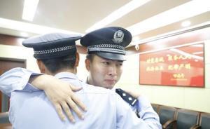 """坚守者丨上海老民警即将退休,嘱咐儿子""""接好爸爸的班"""""""