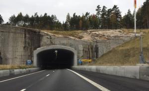 桥隧过渡区缺乏足够提醒可能导致惨烈交通事故