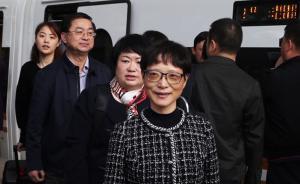 上海出席党的十九大代表抵达北京