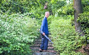 广州八旬老人义务巡山21载,每日徒步5座山岗
