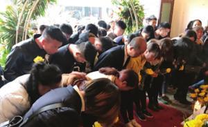 消防烈士鲁信骨灰运回故乡贵州安顺,数千市民自发迎接