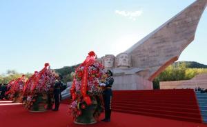 空军在京举行向英雄纪念墙敬献花篮仪式,纪念成立68周年