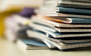 作业本引发的焦虑:城里父母烦陪写功课,留守儿童苦于没人管