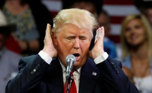 """特朗普就种族暴力事件再发声,称责在""""双方""""引舆论普遍批评"""