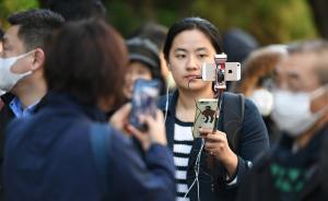 """2017年12月11日,东京地方法院门口已聚集了大量关心""""江歌案""""的媒体。 视觉中国 图"""