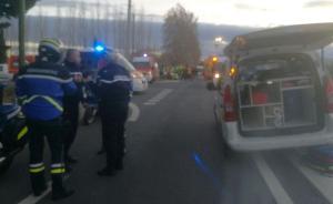 法国南部发生校车和火车相撞事故,已致4人死亡多人受重伤