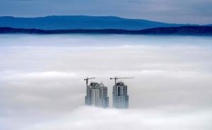 当地时间2017年12月15日,马其顿斯科普里,斯科普里空气遭遇重度污染,浓雾压城似奇幻大片。据报道,斯科普里被认为是世界上污染最严重的城市之一。视觉中国 图