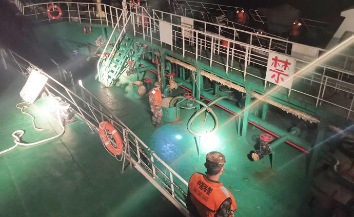 上海海警一晚连抓两艘涉嫌走私油船